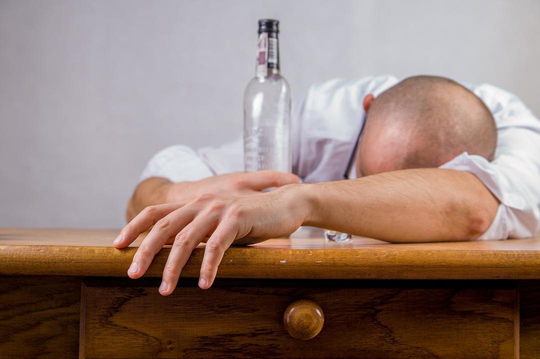 Adultos que viveram alcoolismo dos pais na infância